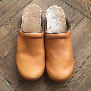 Dansko Sonja Tan Leather Clogs size 39/8.5